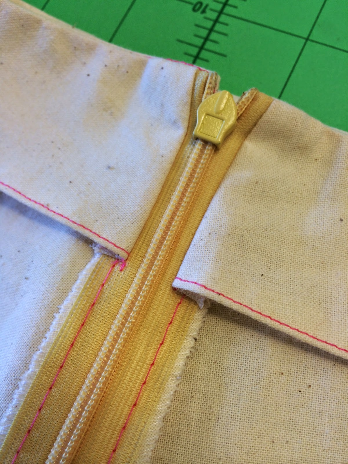Sewing Technique Classes – Learn how to insert an invisible zipper and attach your zipper to a facing with your sewing machine.